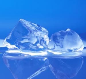 透明な氷の作り方|氷の白い部分...